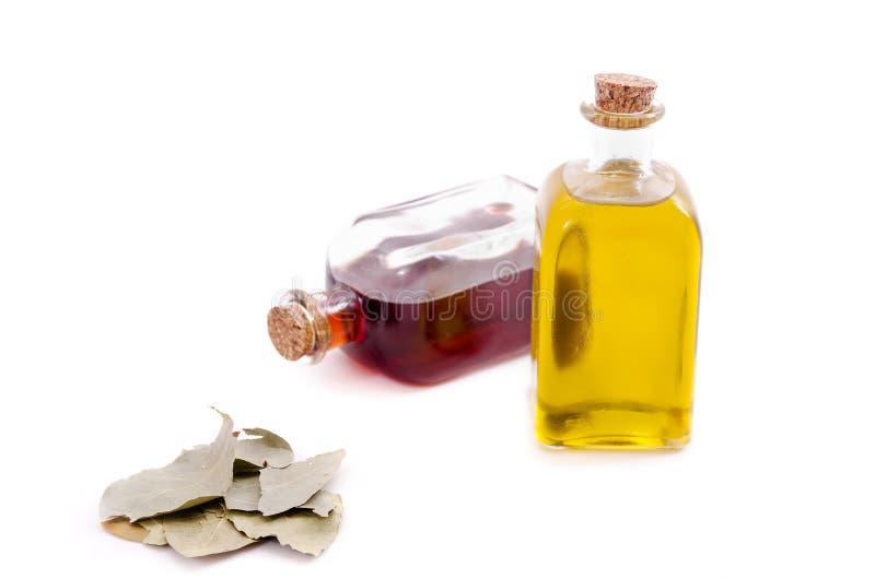 De olijfolie, de azijn en de laurier doorbladeren. stock fotografie