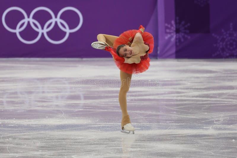 De olympische kampioen Alina Zagitova van Olympische Atleet van Rusland voert in Team Event Ladies Single Skating het Vrije Schaa royalty-vrije stock afbeeldingen