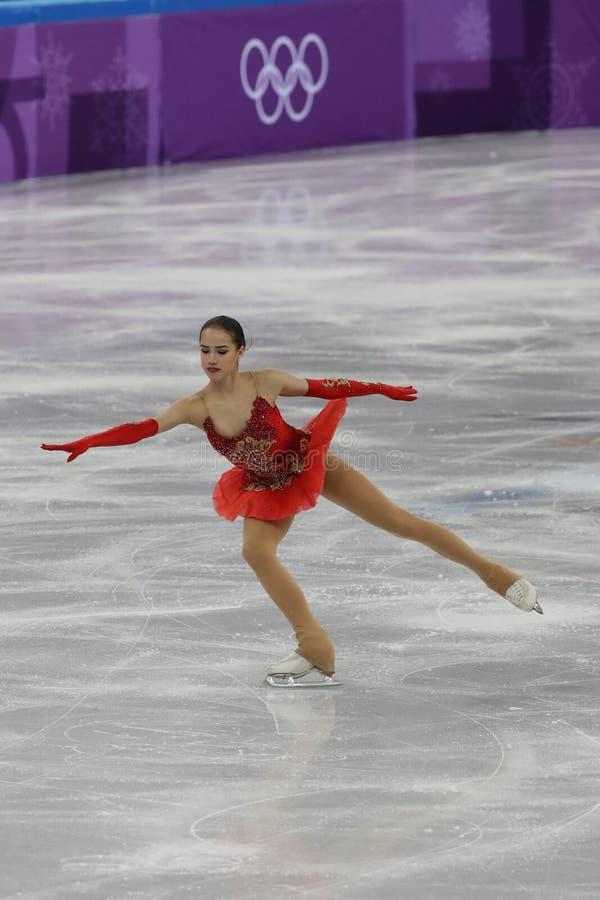 De olympische kampioen Alina Zagitova van Olympische Atleet van Rusland voert in Team Event Ladies Single Skating het Vrije Schaa royalty-vrije stock foto's
