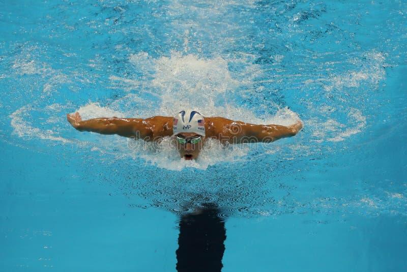 De olympische kampioen Michael Phelps van Verenigde Staten concurreert bij de individuele hutspot van Mensen 200m van Rio 2016 Ol stock foto