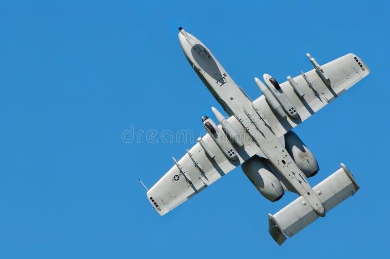 De omgekeerde klim van a-10 Blikseminslag II schraapte RC-model bij Sloveens model airshow stock foto's