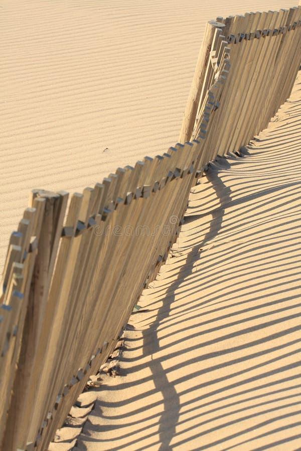 De omheining van het strand stock afbeelding