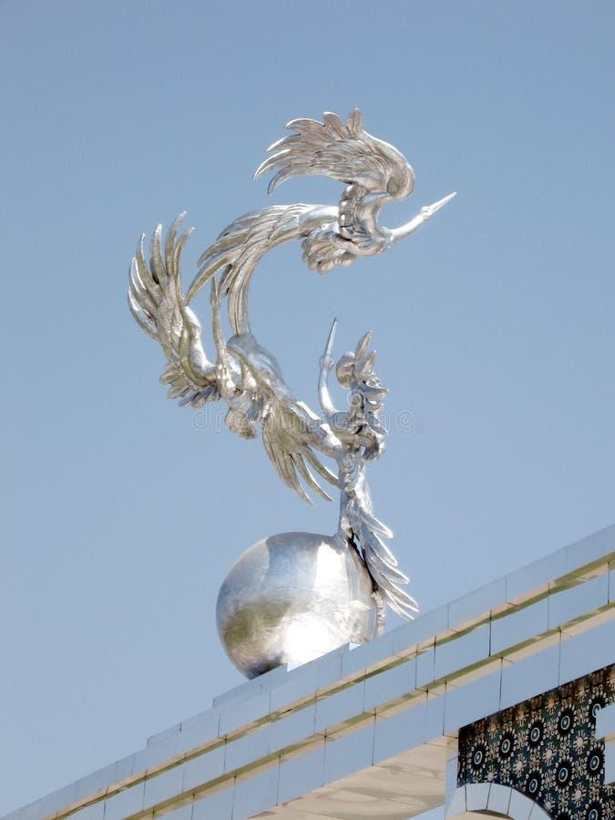 De Onafhankelijkheids Vierkant beeldhouwwerk van Tashkent van ooievaars 2007 stock foto's