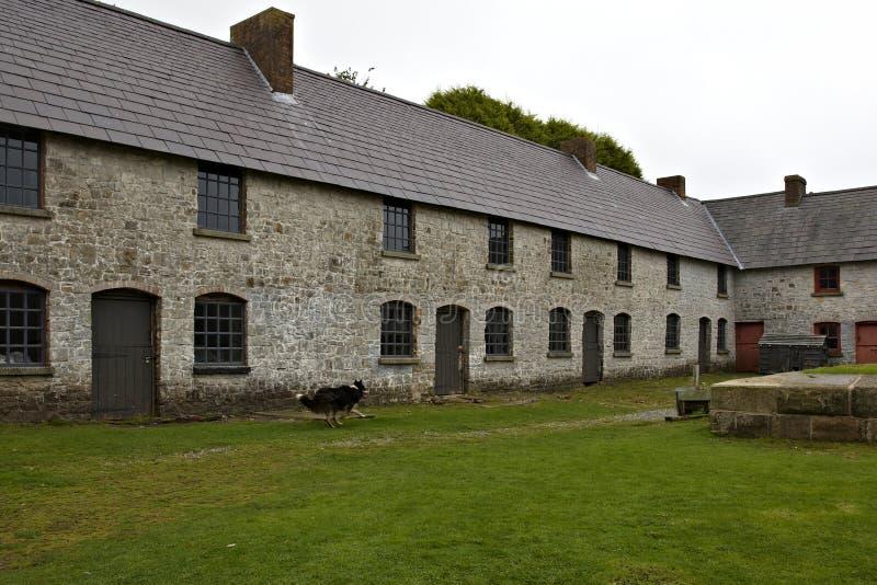 De bewaarde huizen van arbeiders bij gesloten onderaan de Werken van het Ijzer in Blaenavon stock afbeeldingen