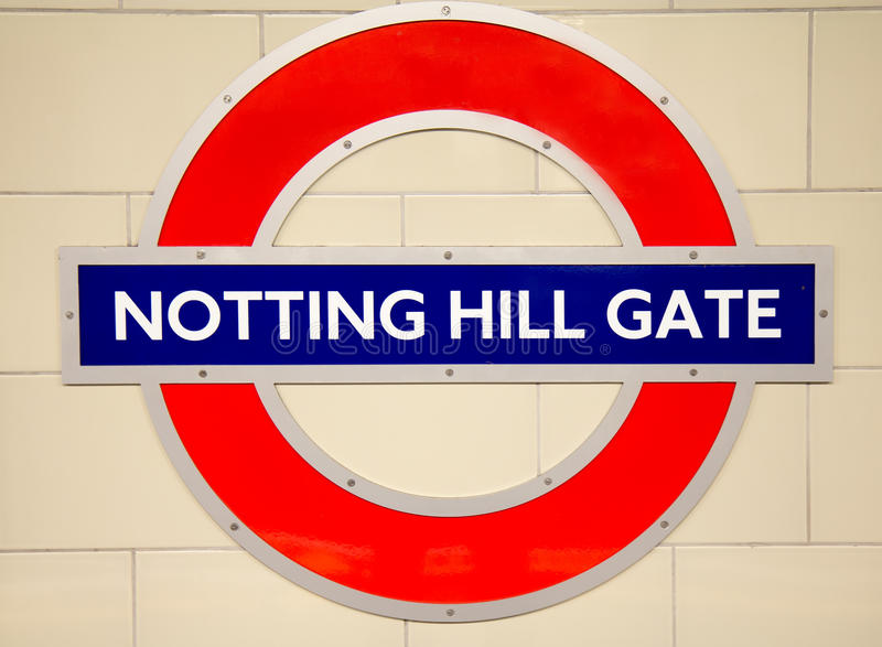 De ondergrondse Notting-post van de Heuvelbuis in Londen stock afbeeldingen