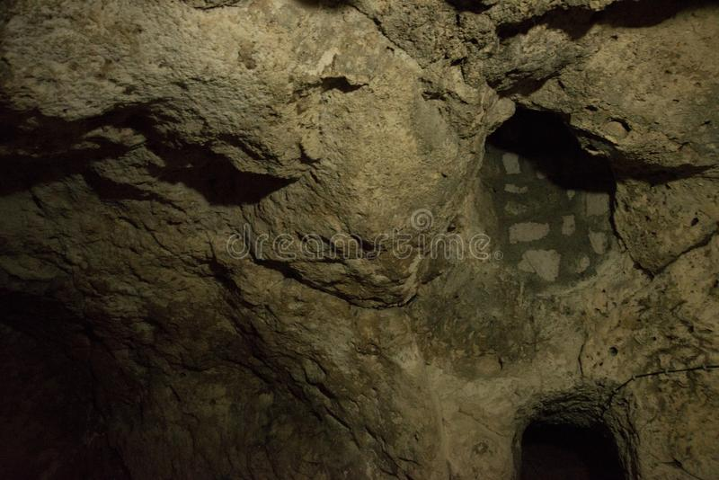 De ondergrondse stad van Derinkuyu is een oude holstad op verscheidene niveaus in Cappadocia, Turkije Groene reis royalty-vrije stock afbeelding