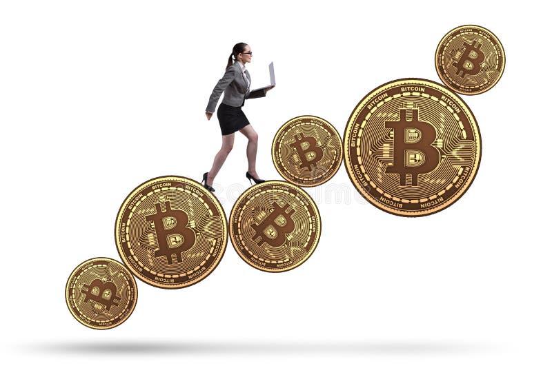 De onderneemster in bitcoinprijsverhoging concept stock foto