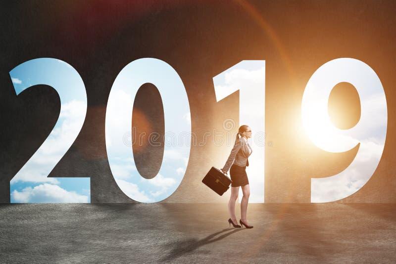 De onderneemster in het concept overgang naar jaar 2019 royalty-vrije stock afbeelding