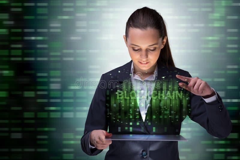 De onderneemster in het concept van blockchaincryptocurrency stock afbeeldingen