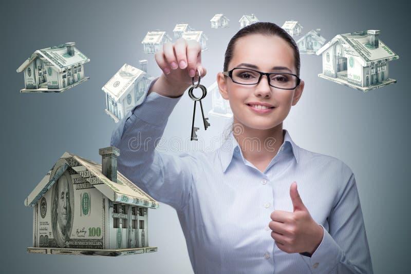 De onderneemster in het concept van de onroerende goederenhypotheek stock afbeelding