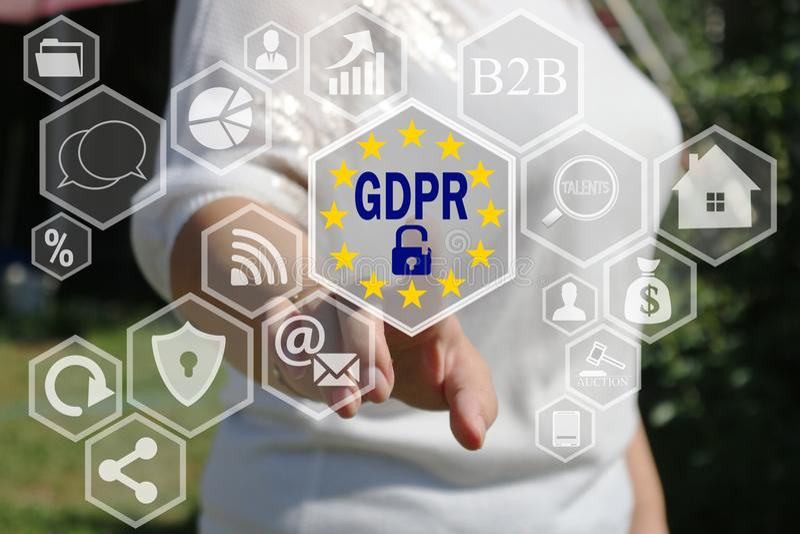 De onderneemster kiest GDPR op het aanrakingsscherm Algemeen Gegevensbeschermingverordening concept royalty-vrije stock foto's
