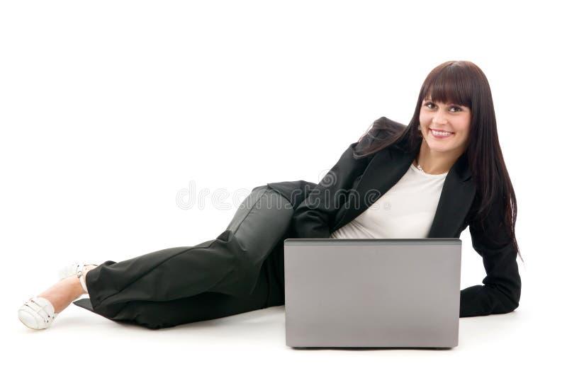 De onderneemster legt met laptop royalty-vrije stock foto