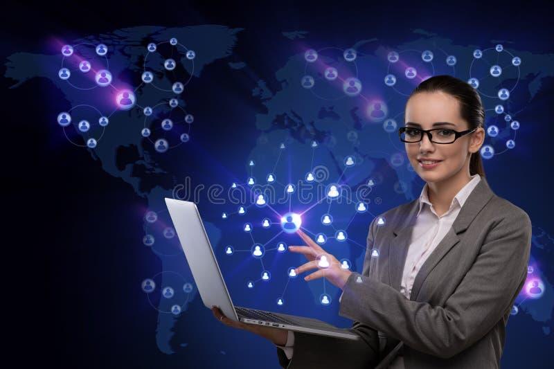 De onderneemster met laptop in sociaal netwerkconcept royalty-vrije illustratie