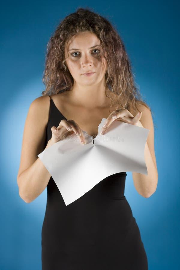 De onderneemster scheurt contract stock foto