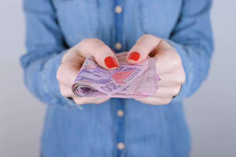 De onderneemsteradvertentie laatste ATM 200 maakt persoonsmensen borrow lenen stock afbeeldingen