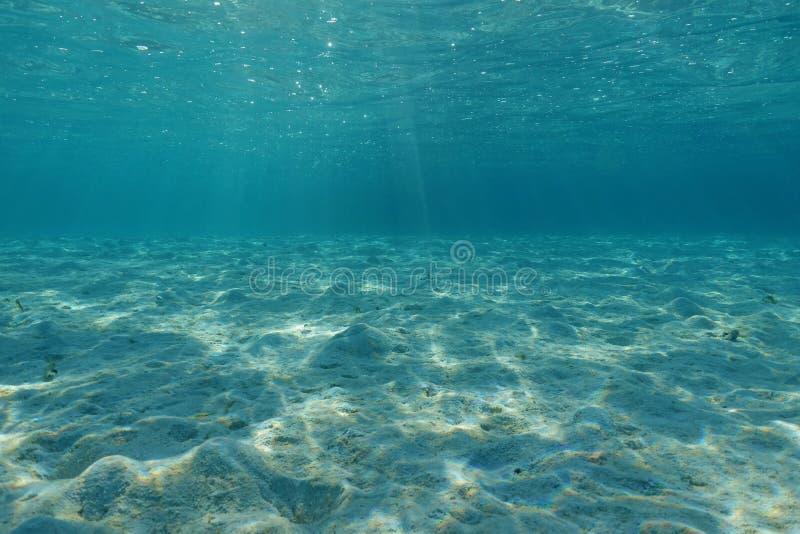 De onderwater zandige Vreedzame oceaan van de oceaanbodemlagune stock afbeelding