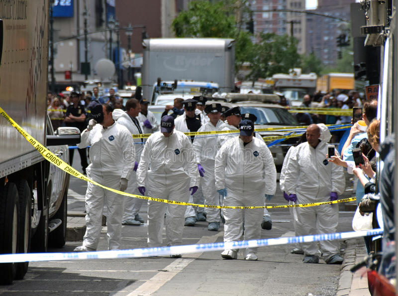 De onderzoekers van de misdaadscène in de Stad van New York stock foto