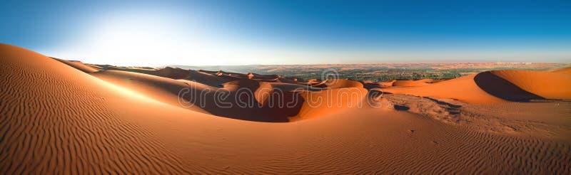 De Oneffenheids` al Khali, Abu Dhabi, Januari van de panoramawoestijn 2018 stock fotografie