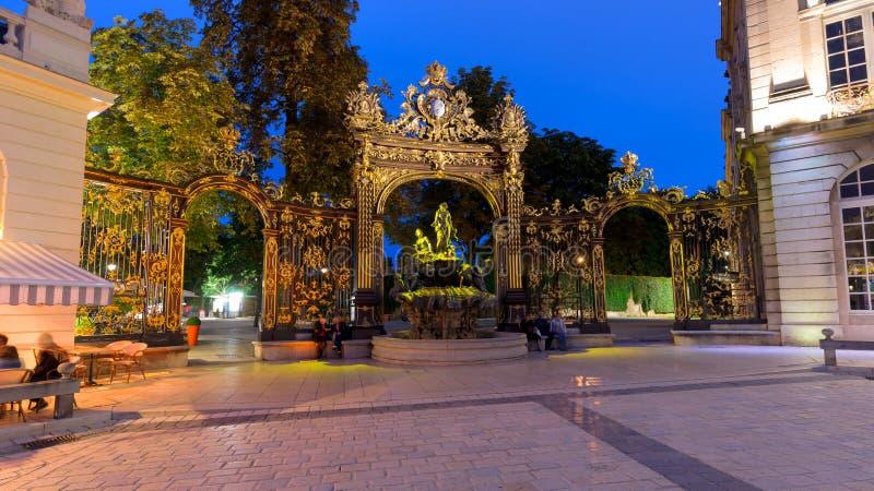 De ongelooflijk mooie en indrukwekkende Plaats in Nancy bij nacht stock foto's