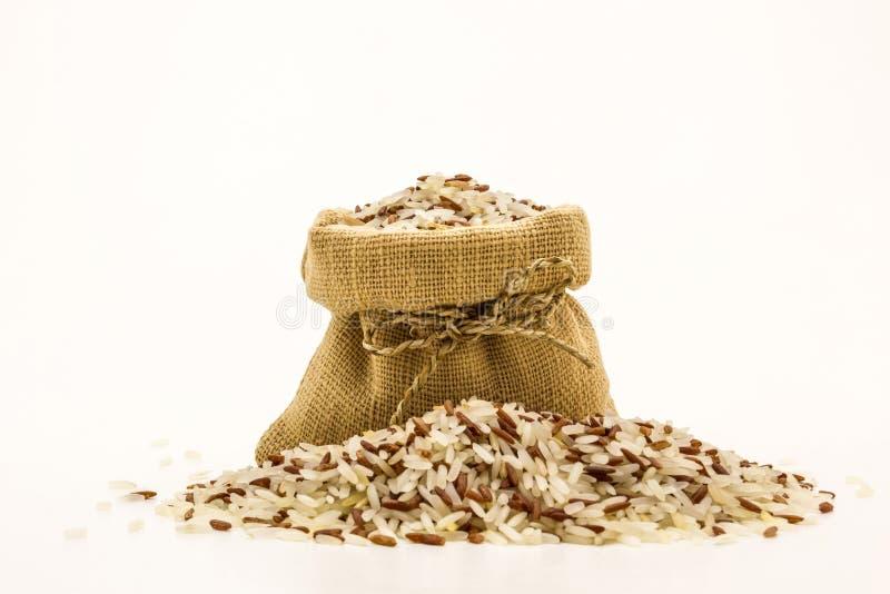 De ongepelde rijst mengde witte (jasmijn) rijst royalty-vrije stock foto