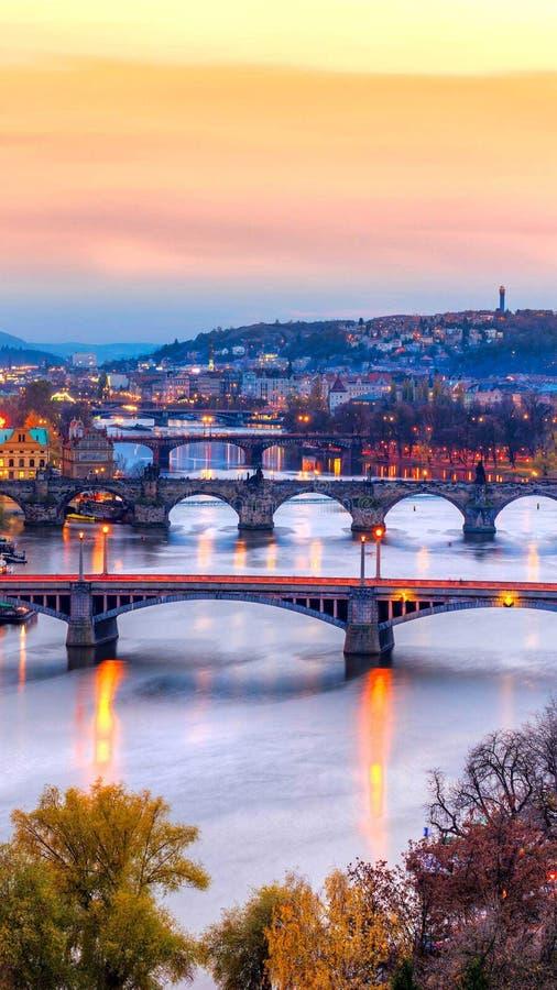 De ontzagwekkende brug bekijkt dit beeld stock afbeelding