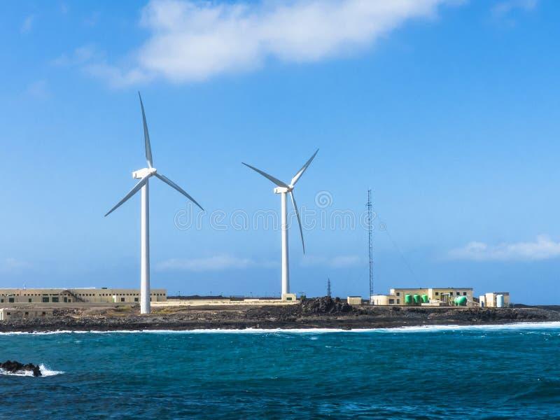 De Ontzilting van de het Zeewaterosmose van de windturbine stock afbeeldingen