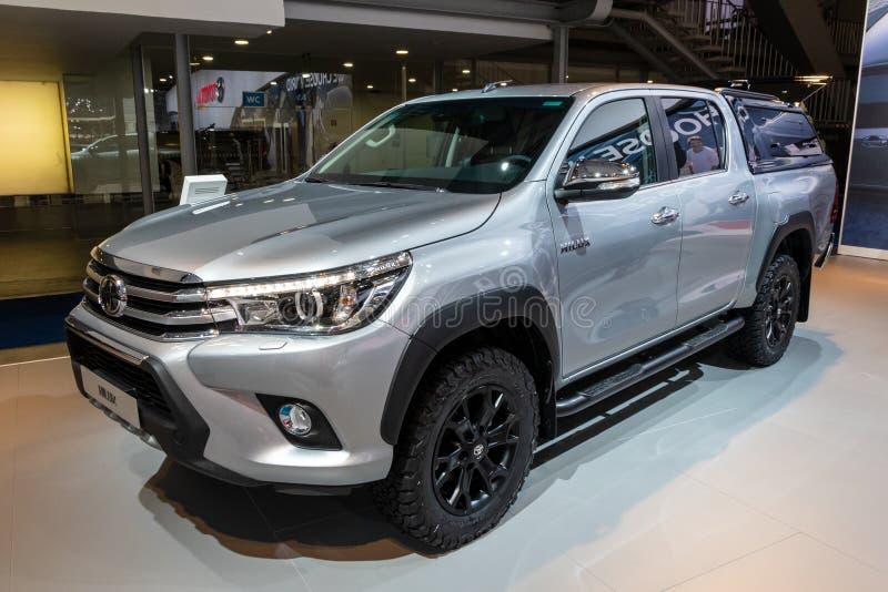 De oogstvrachtwagen van Toyota Hilux royalty-vrije stock foto's