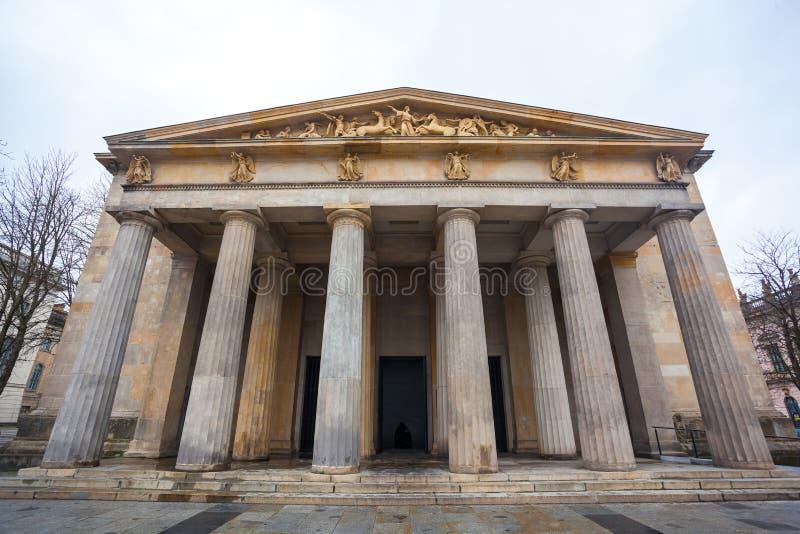 De oorlogsgedenkteken van Neuewache in Berlijn gewijd aan alle slachtoffers van wa stock foto