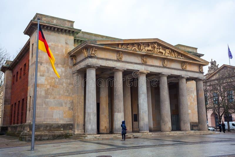 De oorlogsgedenkteken van Neuewache in Berlijn gewijd aan alle slachtoffers van wa royalty-vrije stock afbeeldingen
