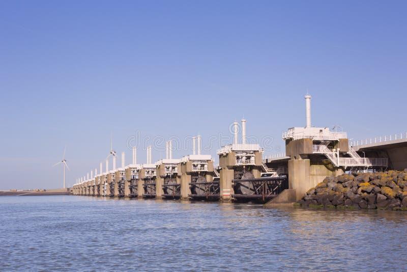 De oostelijke Schelde-Barrière van de Onweersschommeling in Nederland stock afbeeldingen