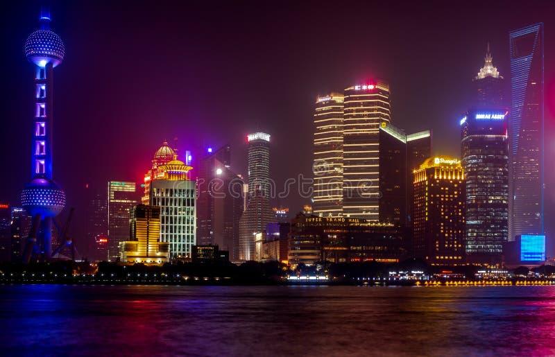 De oosterse de Pareltoren en gebouwen in Pudong zijn modern district van Shanghai stock foto