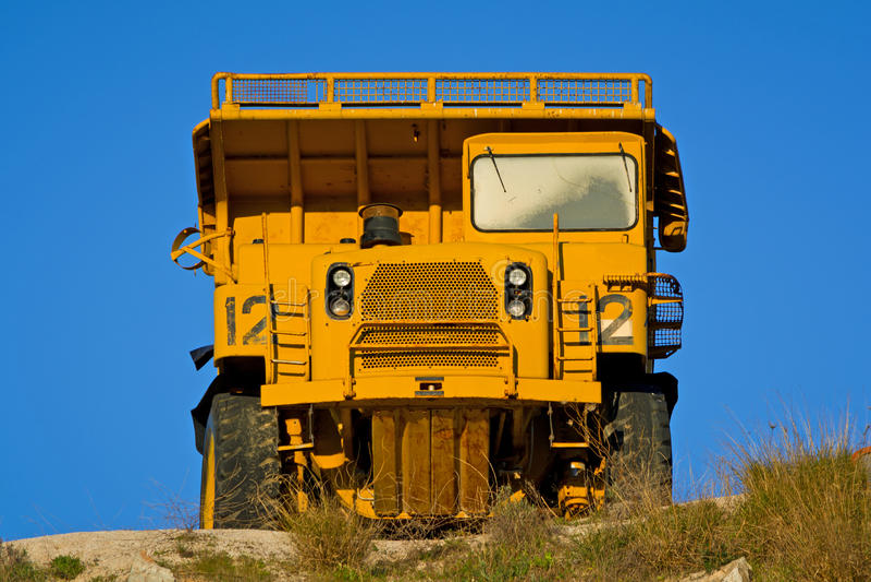 De op zwaar werk berekende Vrachtwagen van de Stortplaats royalty-vrije stock afbeelding