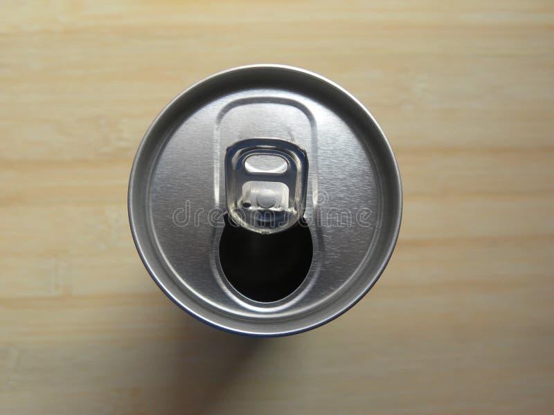 De open drankdrank kan met pop van labels voorzien stock foto