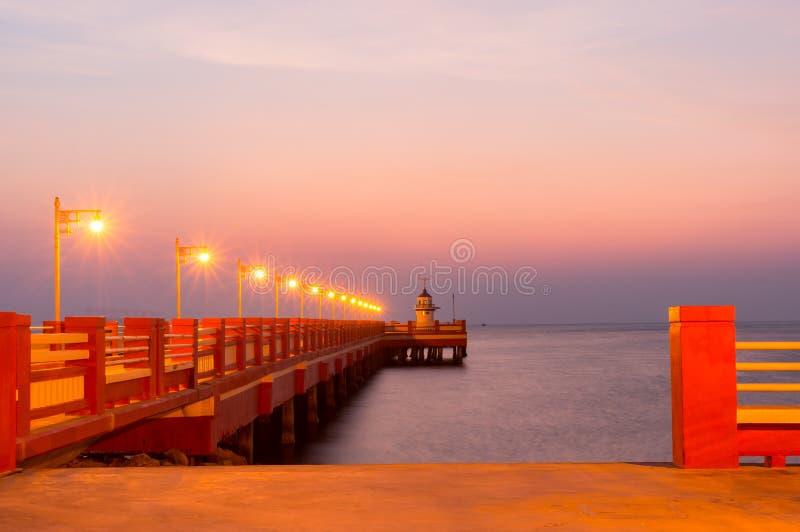De openbare brug van gebiedssaranvitee bij ao prachuab in zonsopgang, de provincie van Prachuap Khiri Khan, Thailand royalty-vrije stock fotografie
