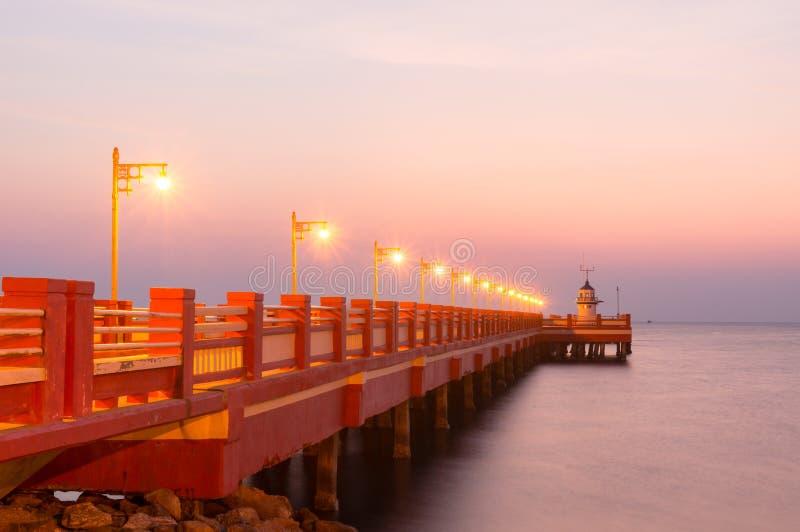 De openbare brug van gebiedssaranvitee bij ao prachuab in zonsopgang, de provincie van Prachuap Khiri Khan, Thailand royalty-vrije stock foto's