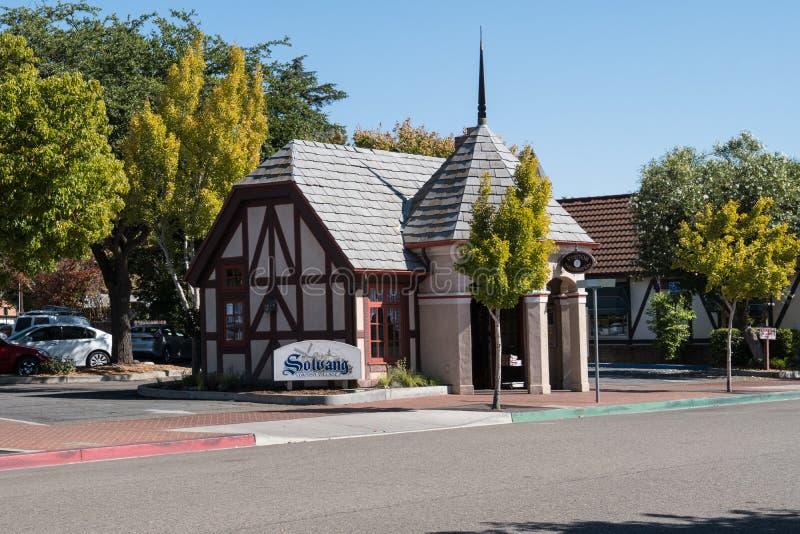 De openbare toiletten in Solvang Californië, een Deense die stad in Californië ` s Santa Ynez Valley wordt gevestigd royalty-vrije stock foto