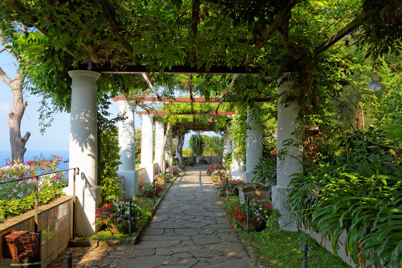 De openbare tuinen van de Villa San Michele, Capri-eiland, Middellandse Zee, Italië royalty-vrije stock foto's