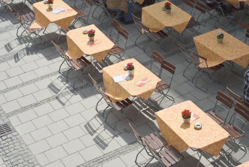 De openlucht Lijsten van het Restaurant stock foto's