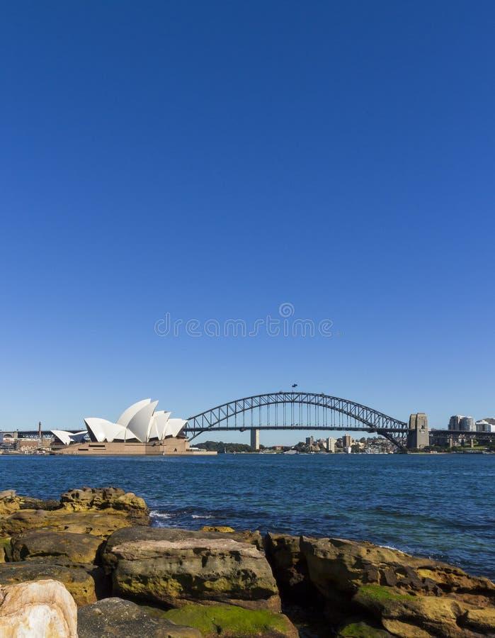 De operahuis en Sydney van Sydney havenbrug stock fotografie