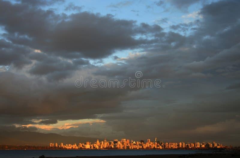 De opheldering van de hemel over Vancouver stock foto's