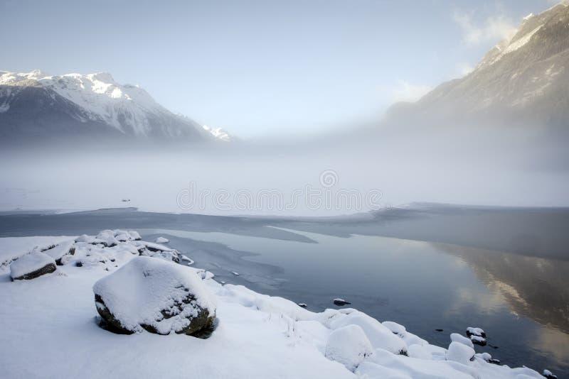 De opheldering van de de wintermist stock afbeeldingen