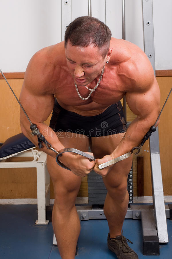 De opleiding van de bodybuilder royalty-vrije stock foto