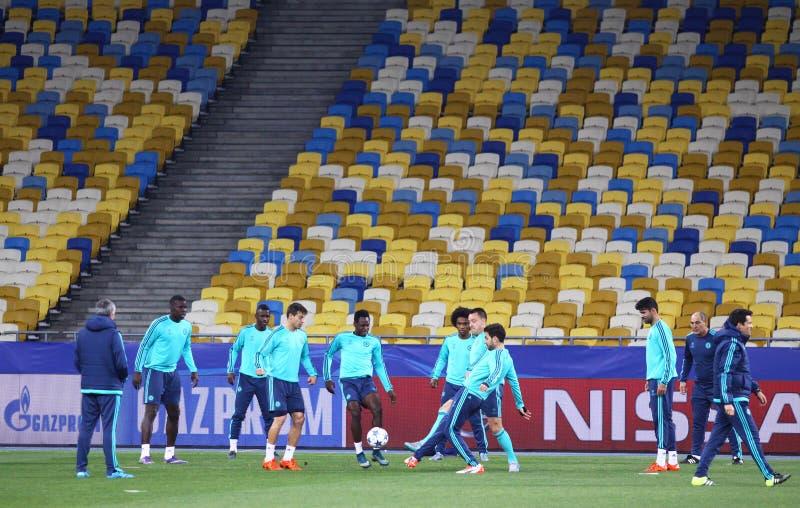 De opleidingssessie van FC Chelsea bij het stadion van NSC Olimpiyskyi royalty-vrije stock fotografie