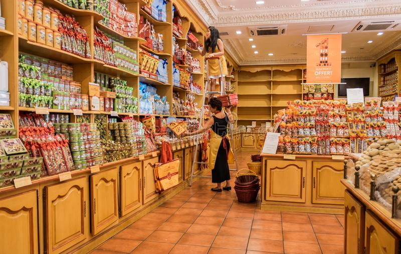 De opslag van Beroemde Annecy herinnering - giftdozen van koekjes royalty-vrije stock afbeelding
