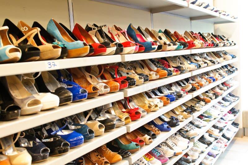 De opslag van de schoen in Milaan stock foto's
