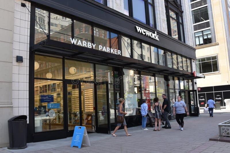 De opslag van Detroit - van Warby Parker en wework stock foto's