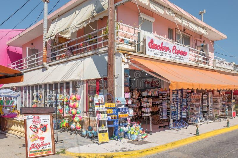 De opslag van de Smoker'shoek in Sidari op Korfu in Griekenland royalty-vrije stock foto