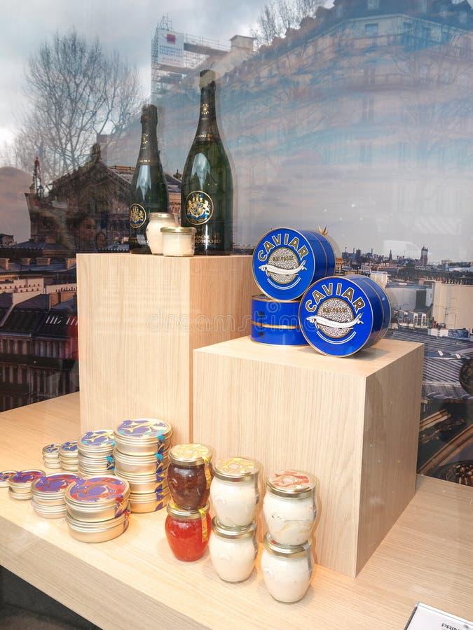 De Opslagshowcase Parijs van kaviaarchamgagne Printemps royalty-vrije stock foto