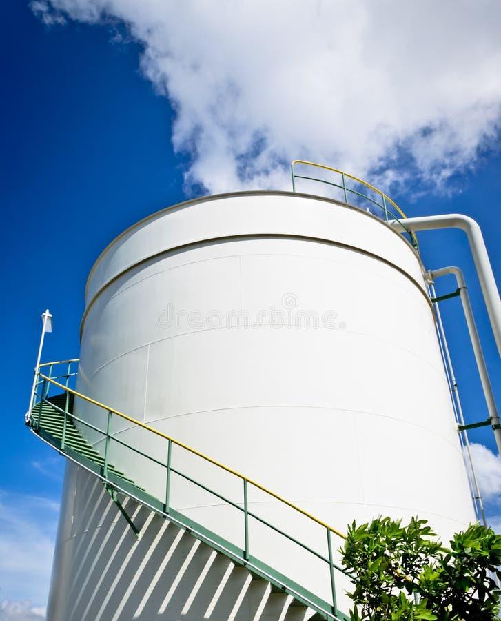 De opslagtank van de olie stock afbeelding