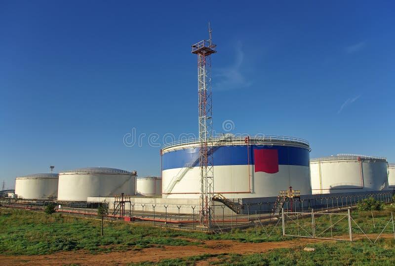 De opslagtanks van de brandstof stock afbeelding